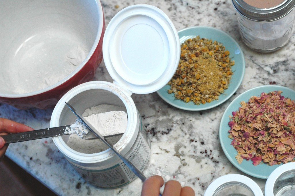 HTLK Ditch the Itch powder making